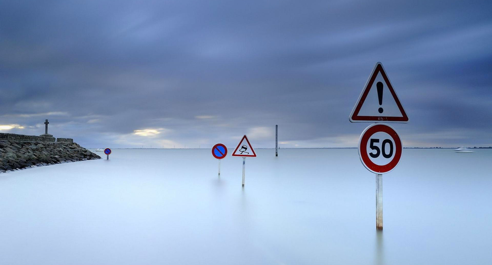 road-signs-in-the-harbor